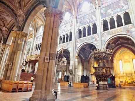 interiér Duomo (Parma)