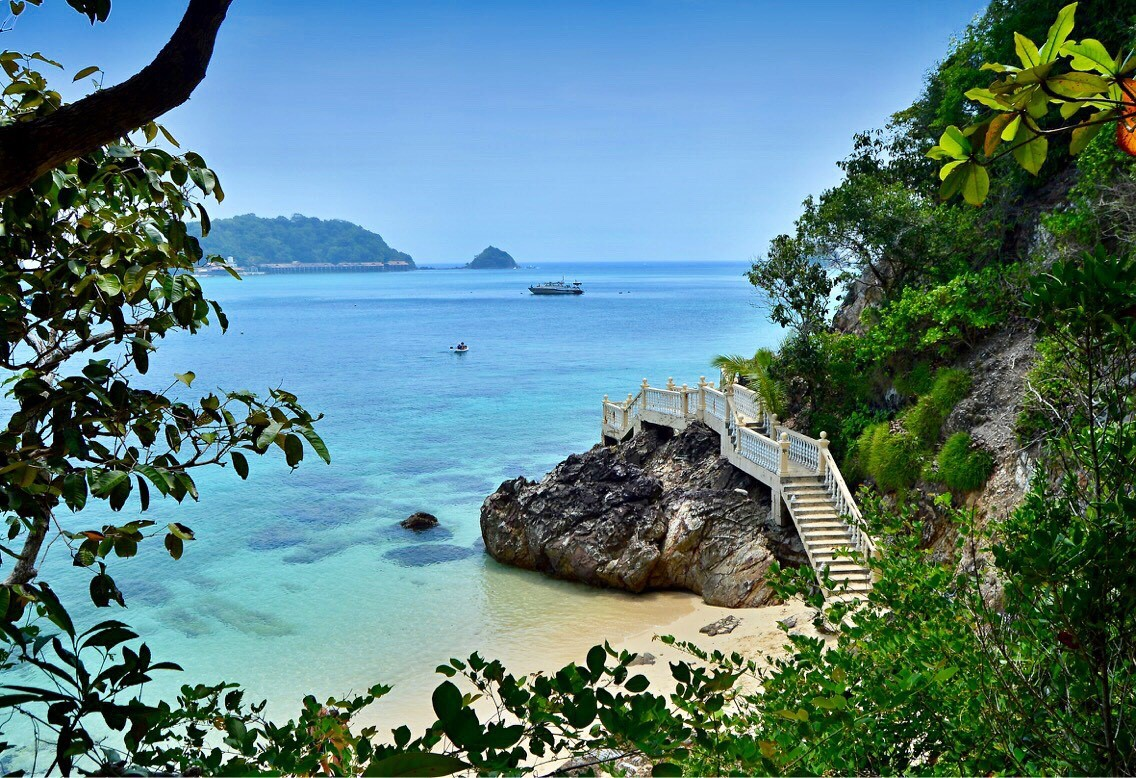 výhľad na Gem Island z ostrova Kapas