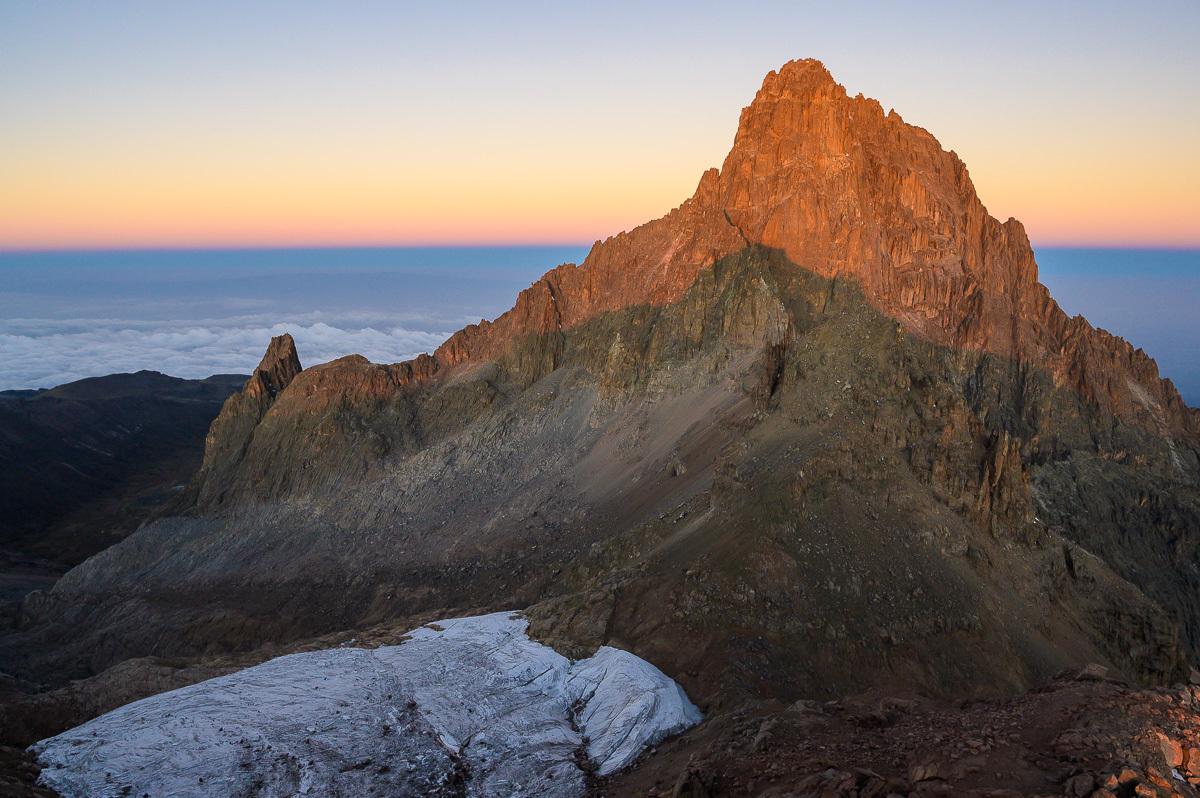 východ slunce z vrcholu Lenana