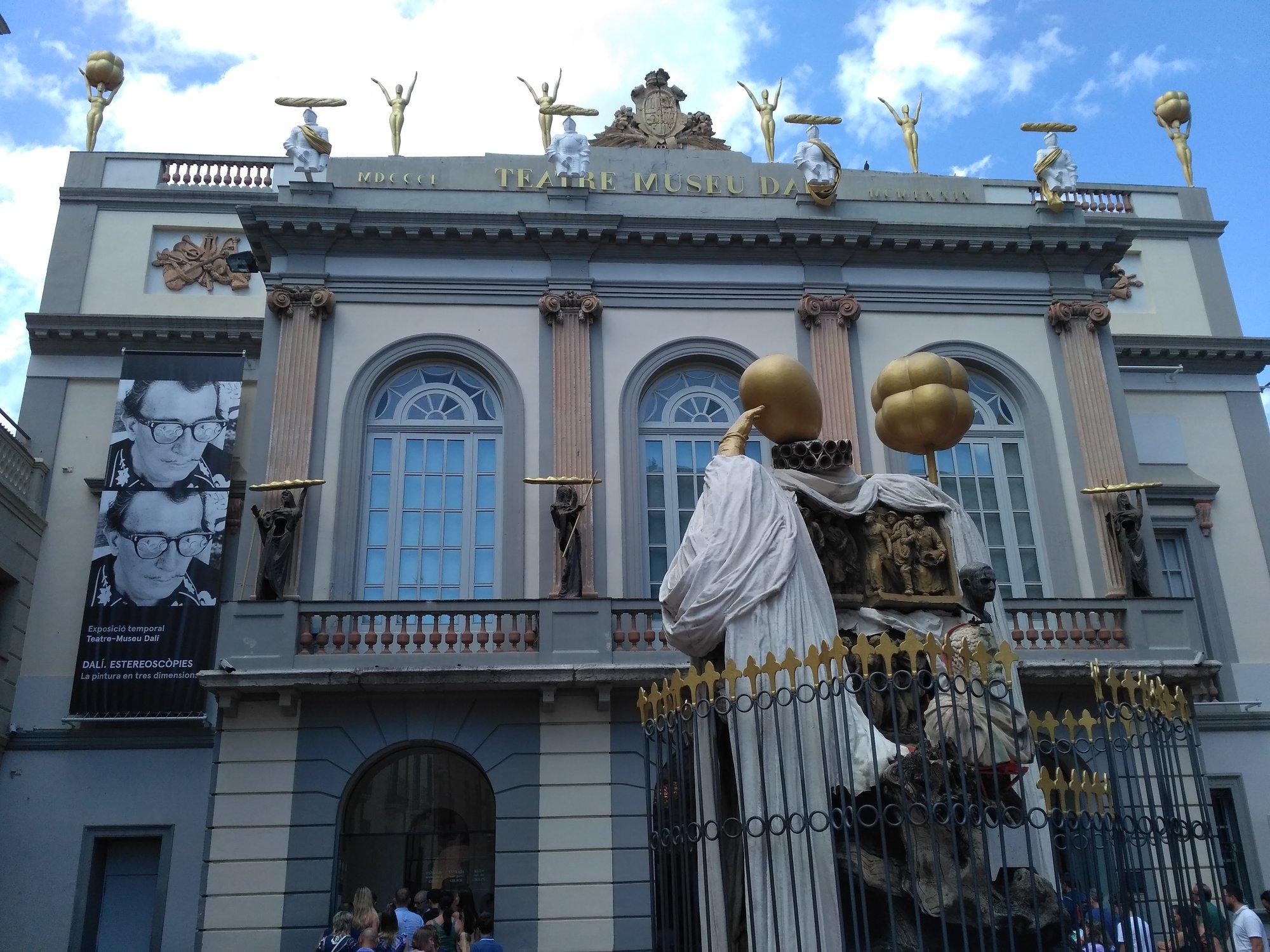 průčelí Dalího muzea ve Figueres