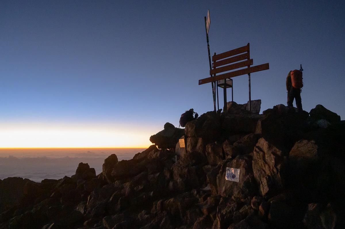 konečně na vrcholu, několik desítek minut před východem slunce