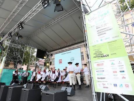folk performance (Infofest)