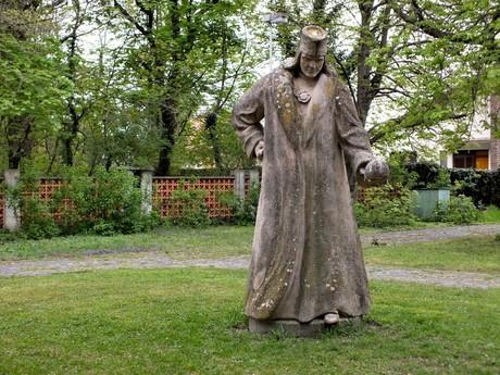 socha Mikuláša Koperníka v parku pri hvezdárni (Hurbanovo)