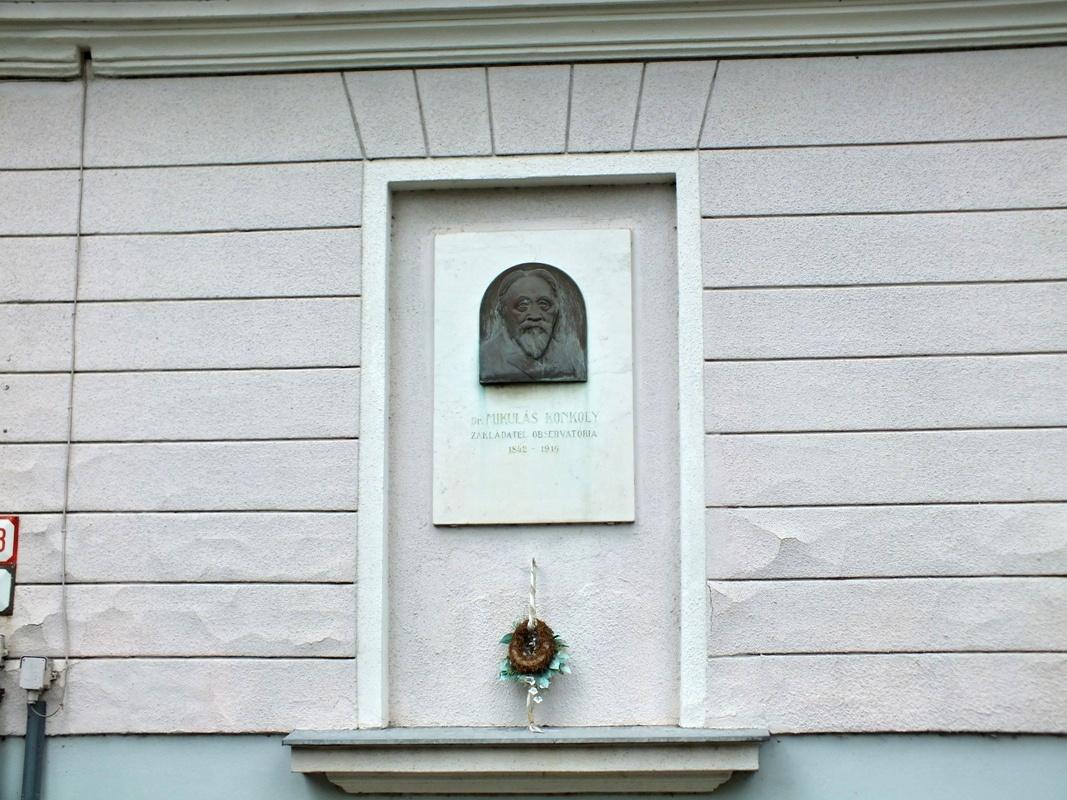 pamětní tabule – Geomagnetická observatoř ÚVZ SAV v Hurbanově