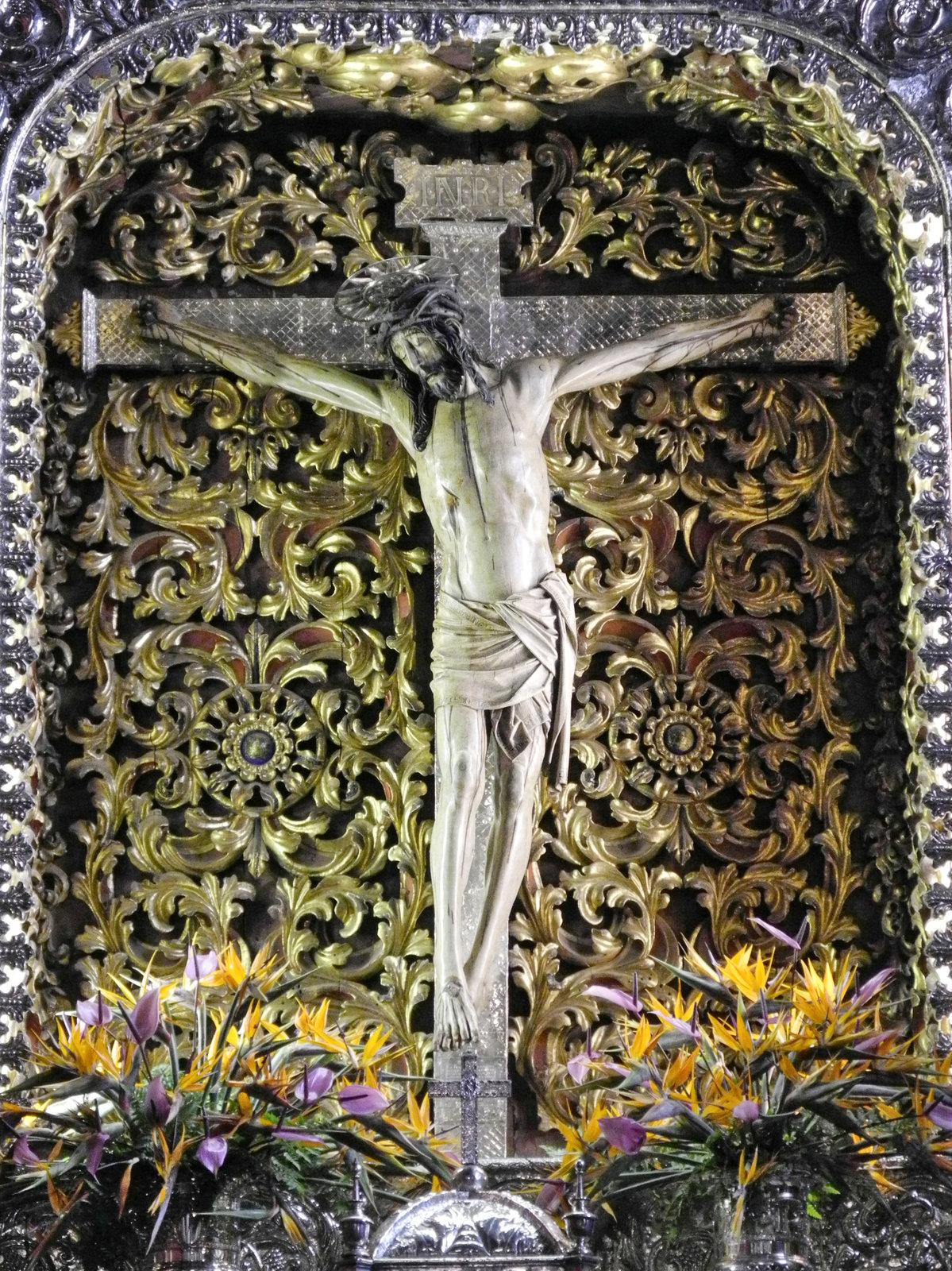 dřevěná socha ukřižovaného Ježíše Krista z 16. století z Antvrerp (součástí oltáře v královské svatyni Cristo de La Laguna)