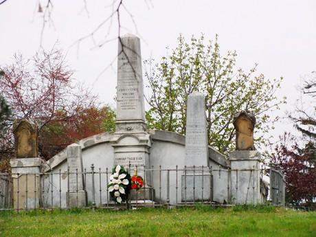 rodinná hrobka Konkolyovcov (Hurbanovo)