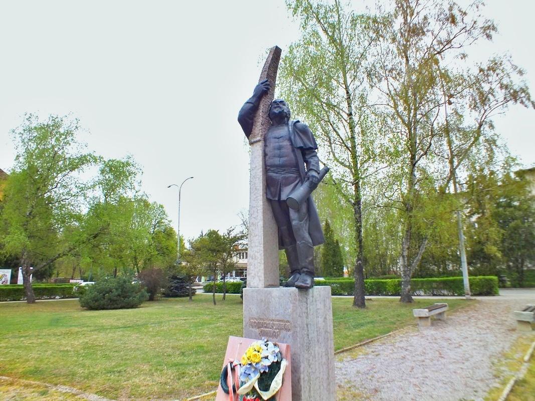 socha Mikuláše Konkolyho, náměstí Konkolyho (Hurbanovo)