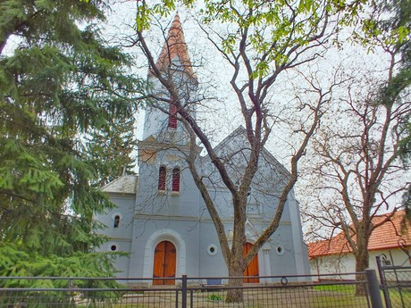 kostel reformované křesťanské církve (Hurbanovo)