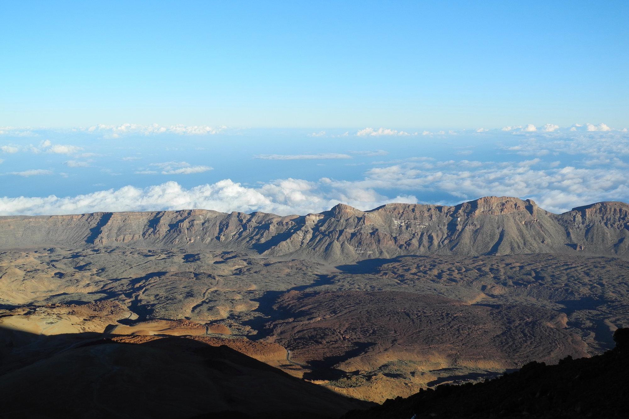 pohľad na kalderu pod sopkou Pico del Teide
