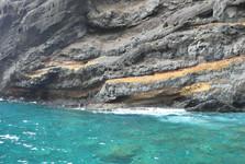 průzračně čistá voda na Playa de Masca