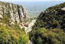 výhľad na kláštor z lanovky Sant Joan