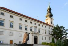 hrad v Nitře a socha papeže Jana Pavla II