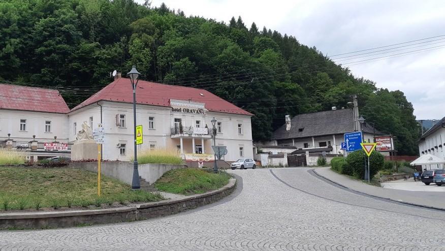 hotel Oravan a renesanční administrativní budova