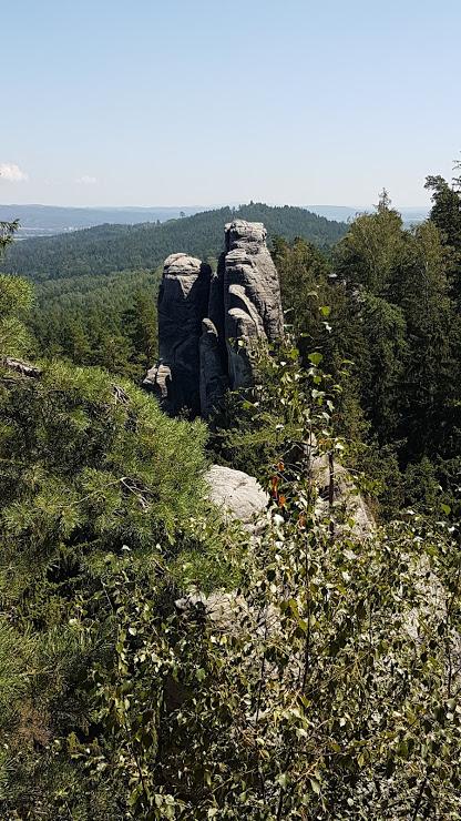 skalní věže jsou oblíbené mezi horolezci