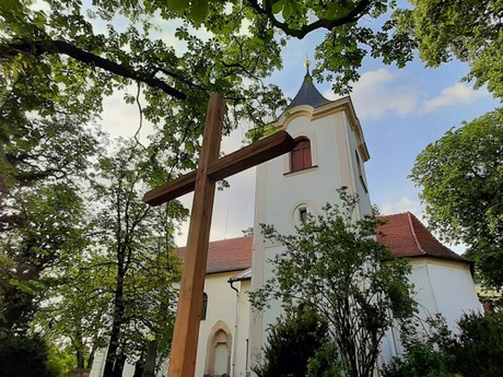Velké Popovice - kostol Panny Márie Snežnej