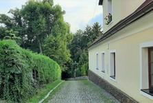 Velké Popovice – dlážděné uličky