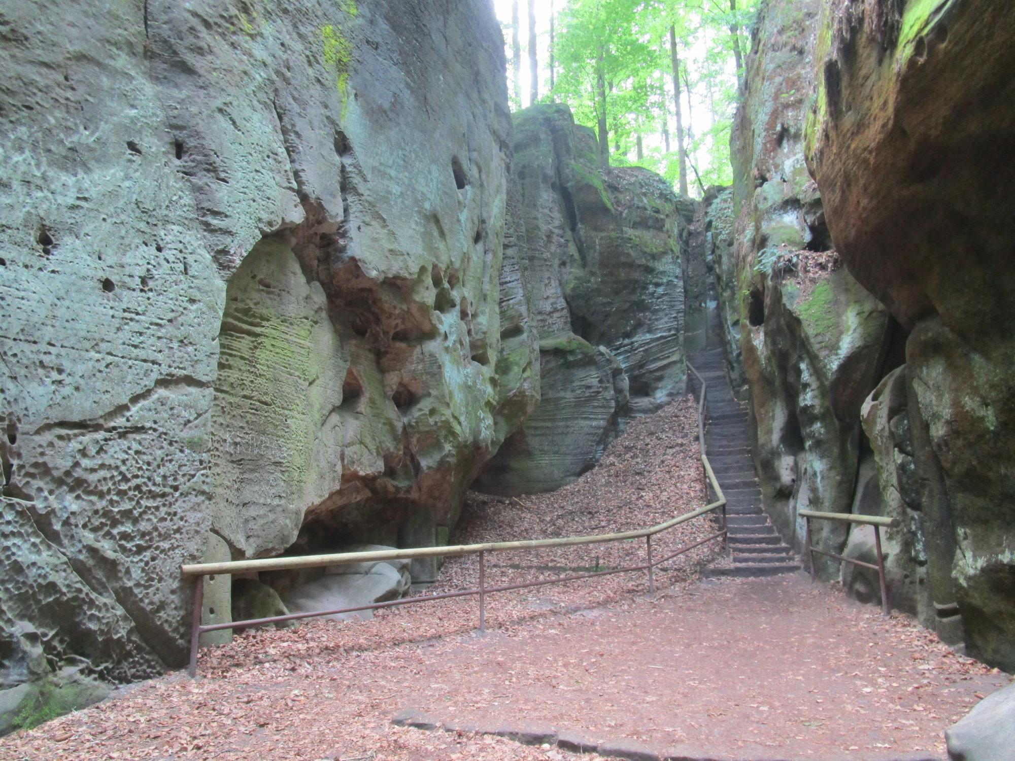 прогулка между скалами
