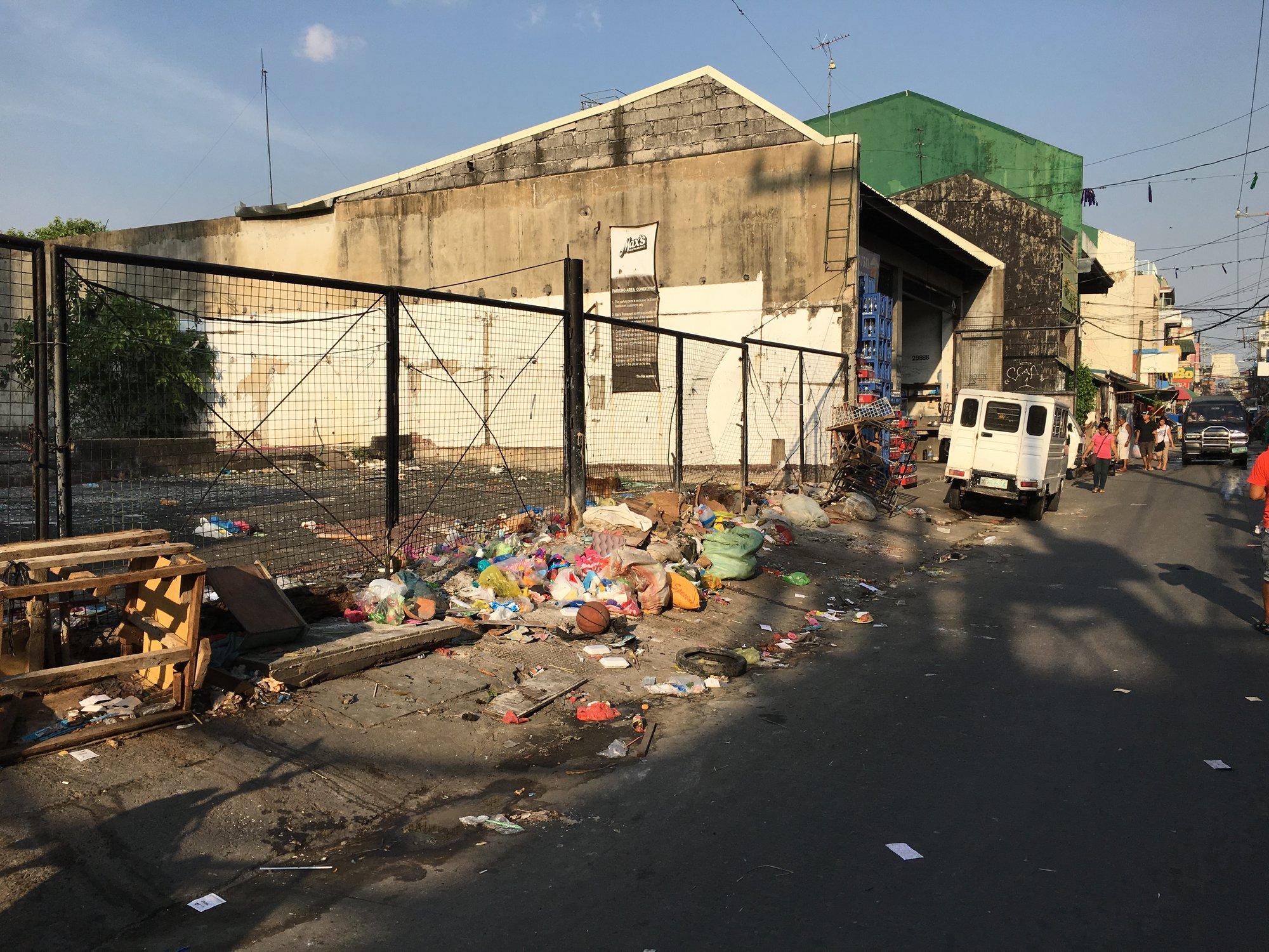 вездесущая грязь типична для Манилы
