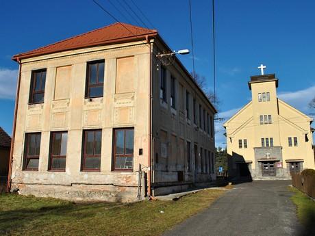 budova školy a Evanjelického kostola, (c) Patrik Kunec (Liptovský Peter)