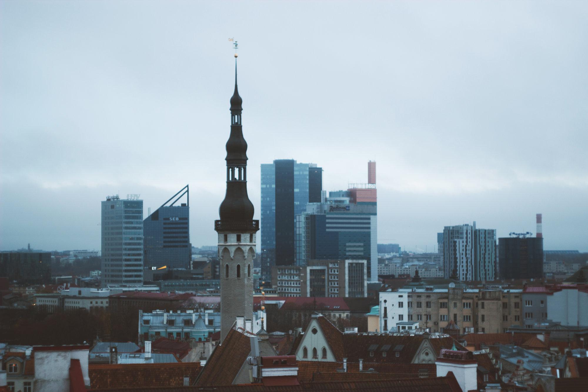 výrazný kontrast starého a nového města