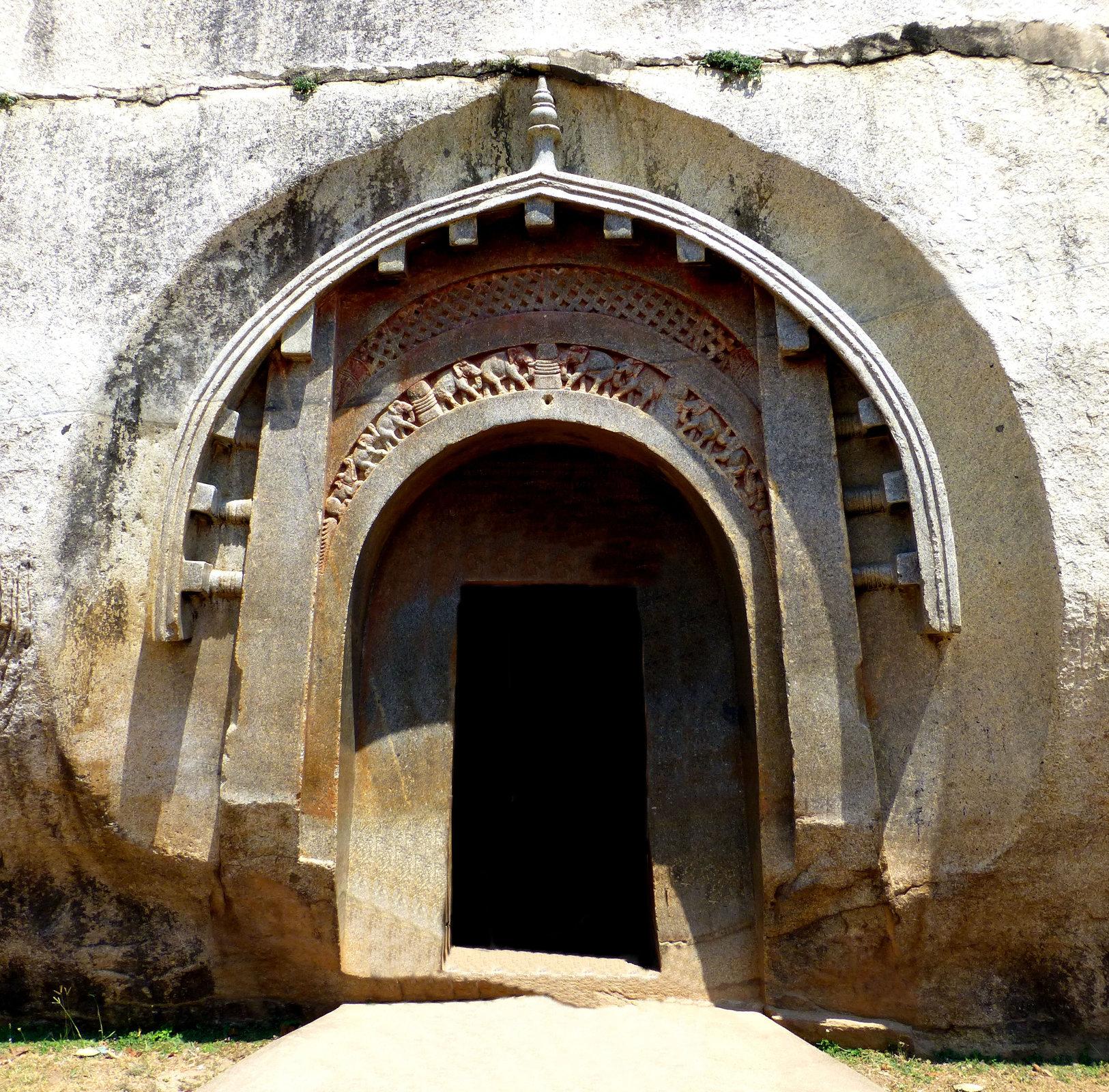 портал пещеры Ломас Риши