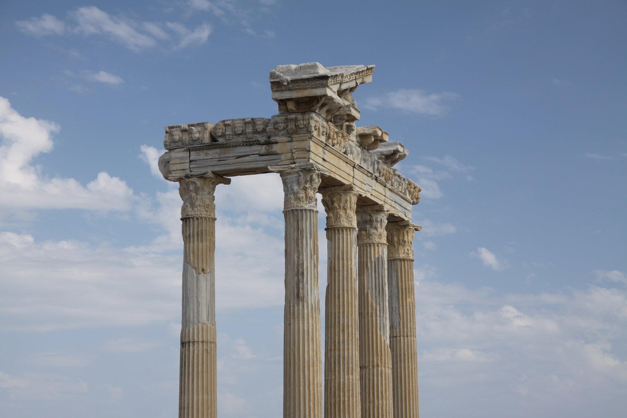 колонны храма Аполлона