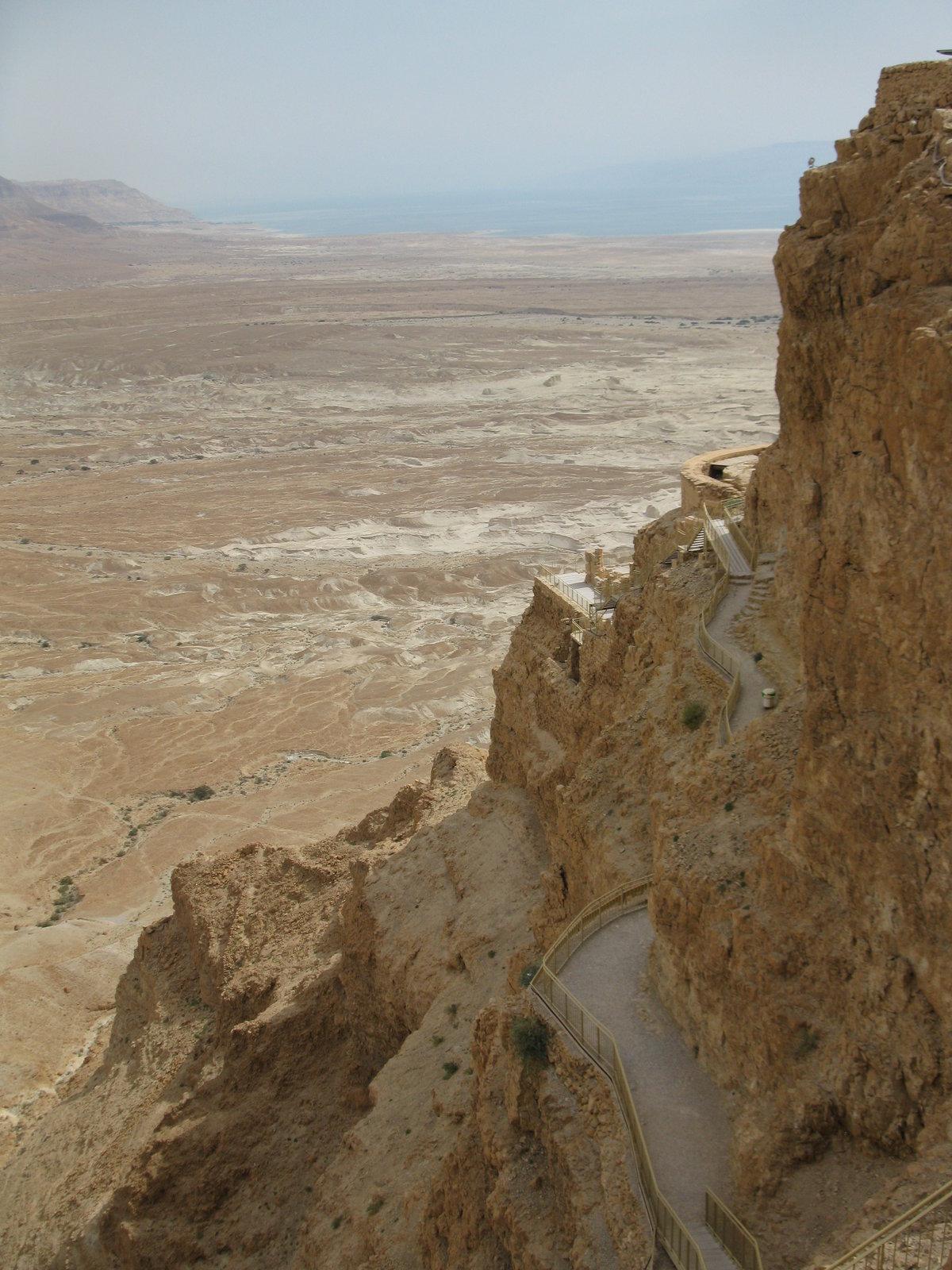 prehliadka Masady je v horúcich dňoch náročná