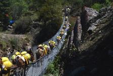 prvý visutý most cestou do Phakdingu