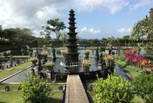 zahrady Tirta Gangga jsou místem s kouzelnou atmosférou