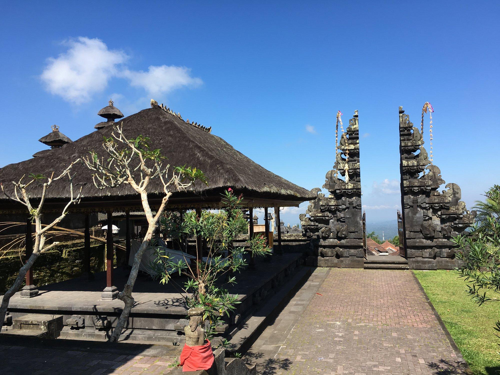 Typická balijská brána v chrámu Besakih