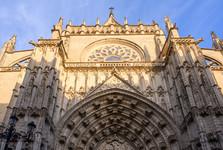 jedno z průčelí katedrály