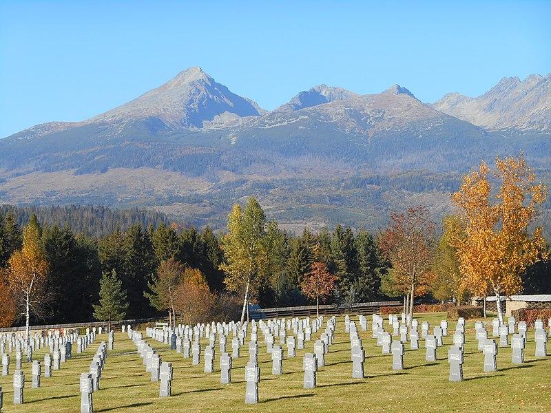 německý vojenský hřbitov, (c) Radovan Bahna, wikipedia.org
