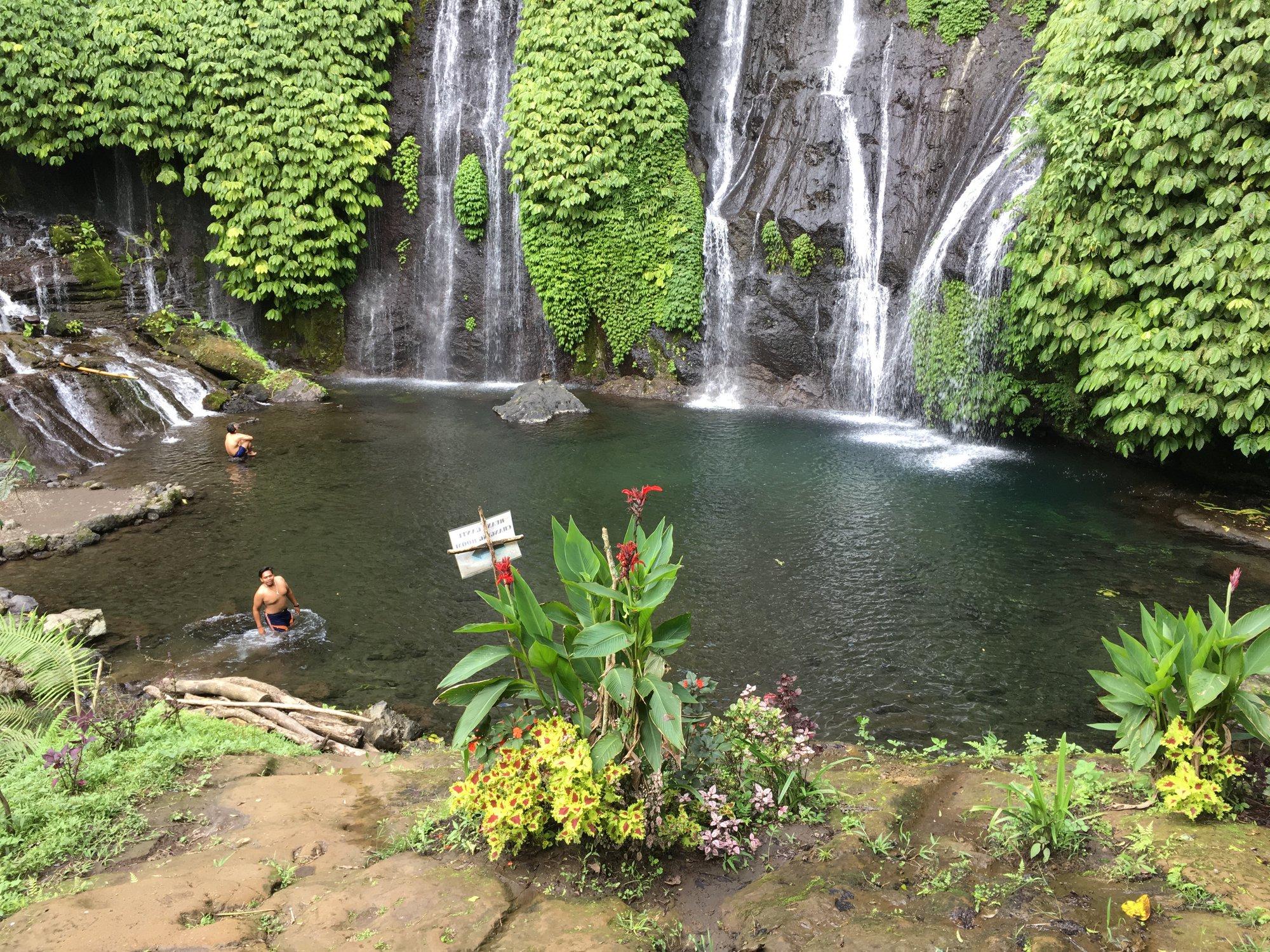 Вы даже можете плавать в водопадах