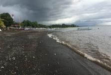 Черный песок на Ловине