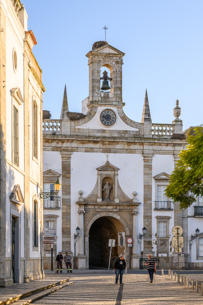 neoklasicistní vstupní brána do historického jádra