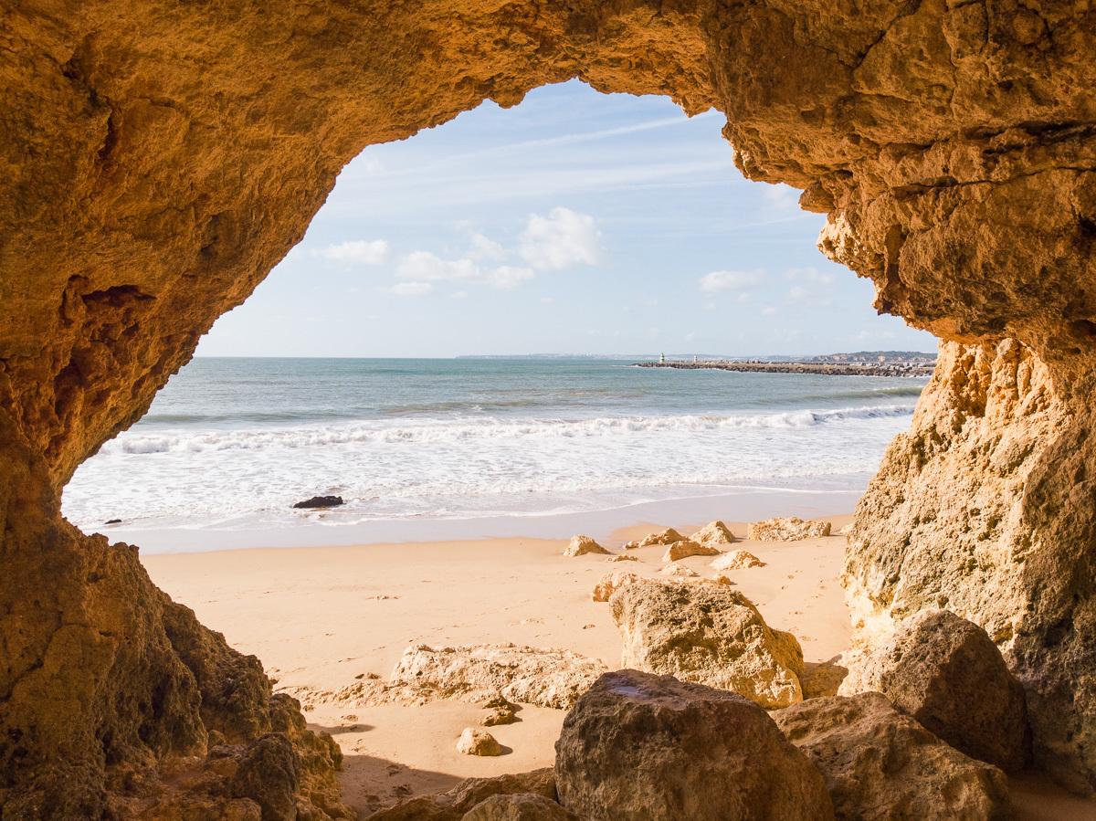 jeskyně na Praia do Pintadinho