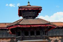 chrám Pashupatinath, v pozadí se nachází palác s 55 okny