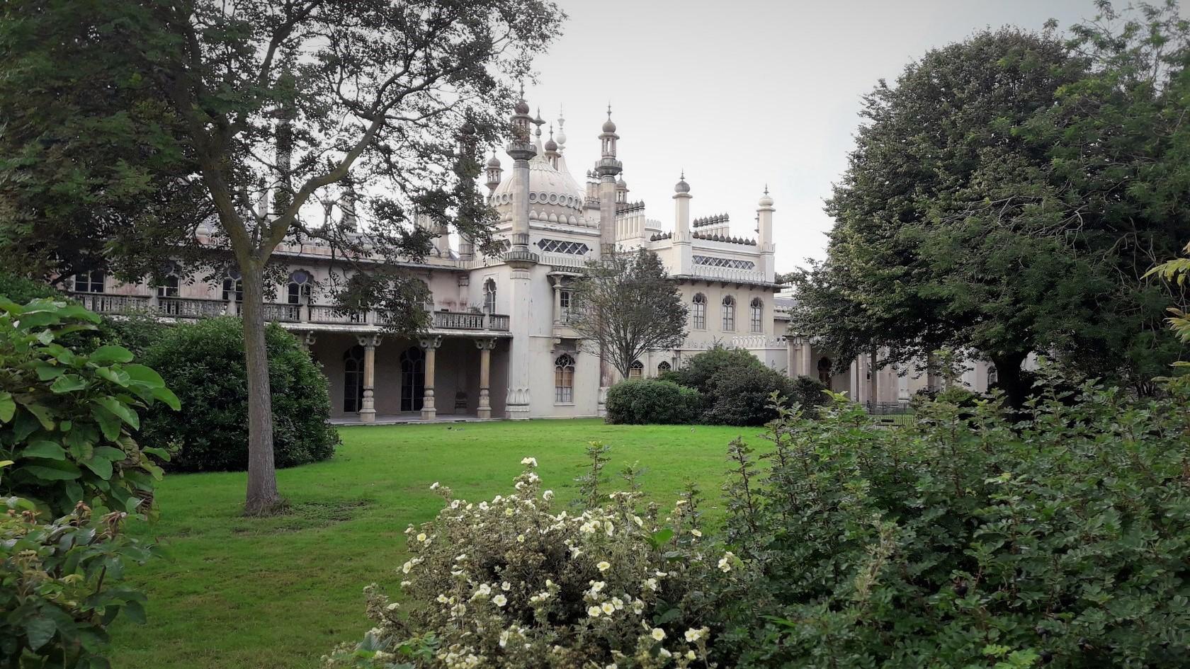 Royal Pavilion (Брайтон) – вид из сада