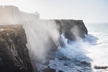 útesy dosahují výšky přes 70 metrů