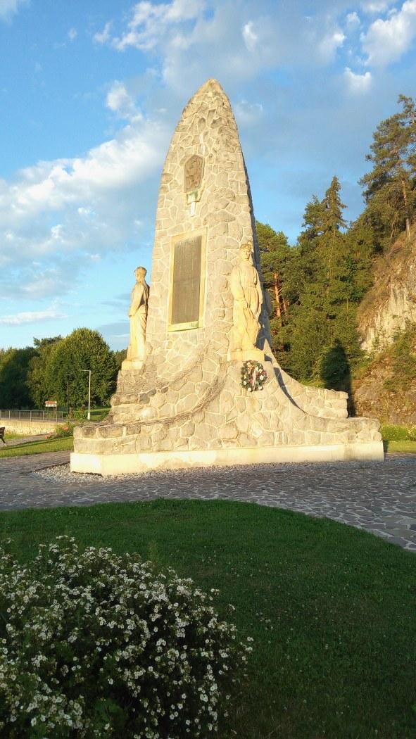 Липтовский Градок - памятник погибшим