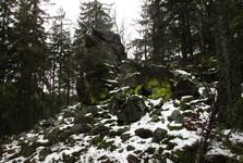 скальная игла на вершине Завирки