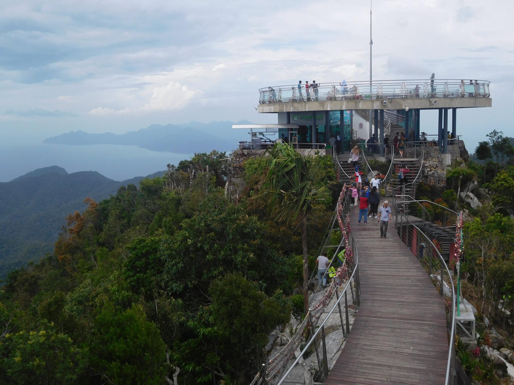 смотровая площадка на вершине горы