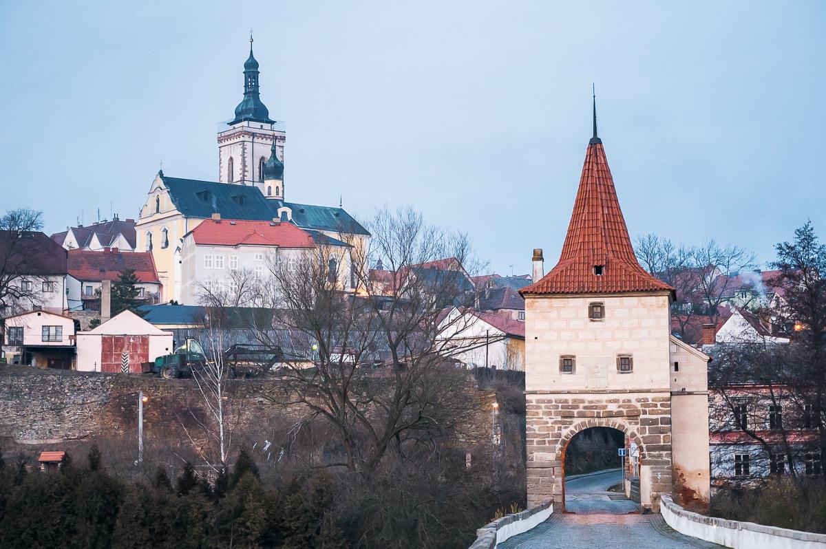 kamenný most s bránou