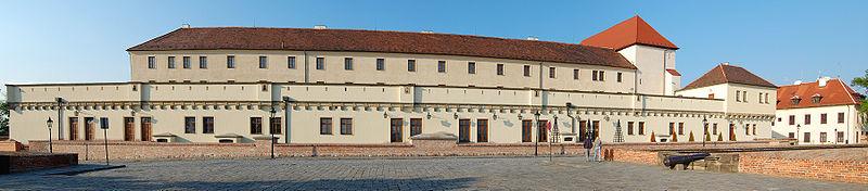 pohľad na hrad Špilberk z vnútorného opevnenia