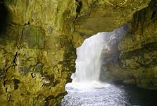 vodopád ve Smoo Cave