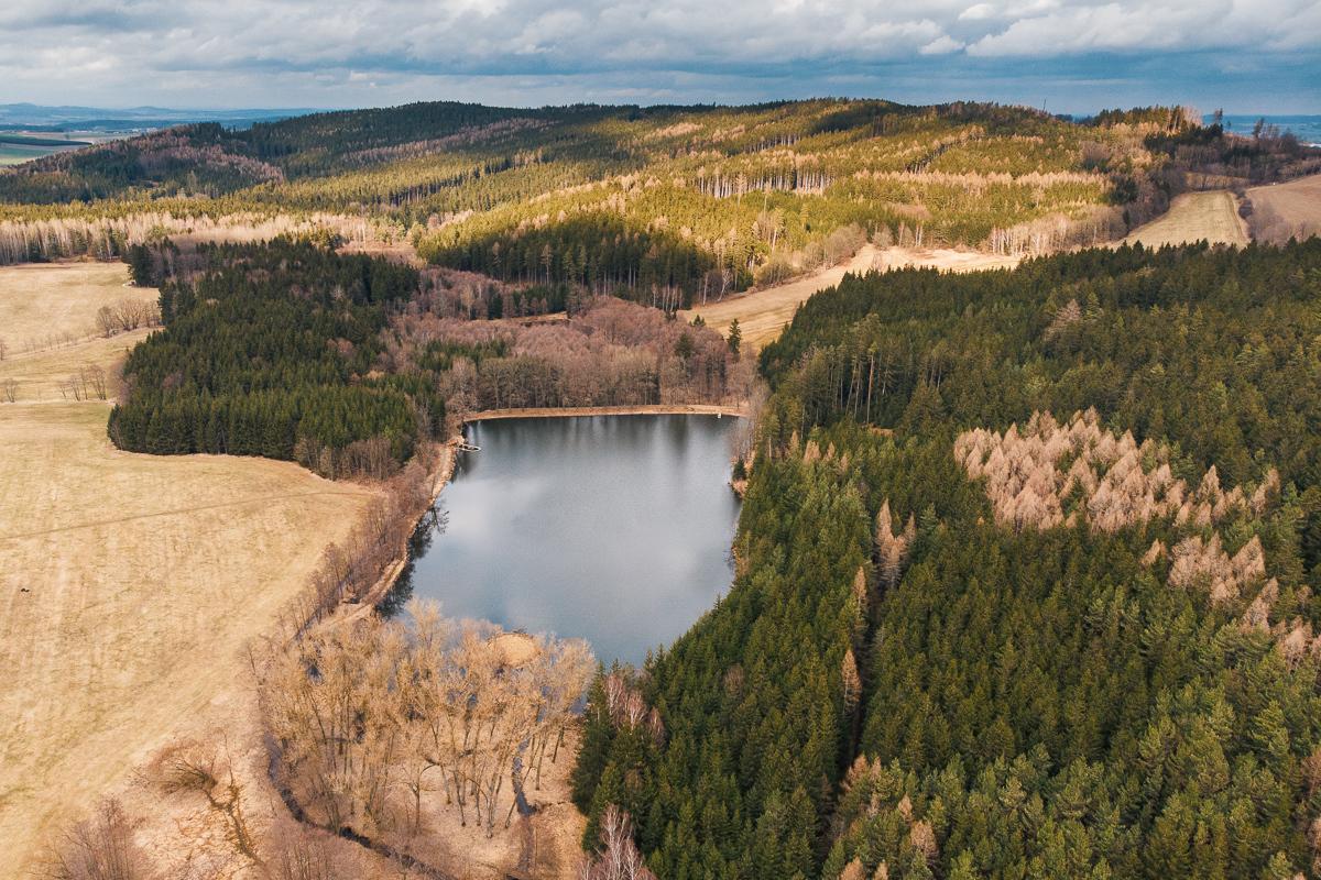 pohled na údolí a Strakovský rybník