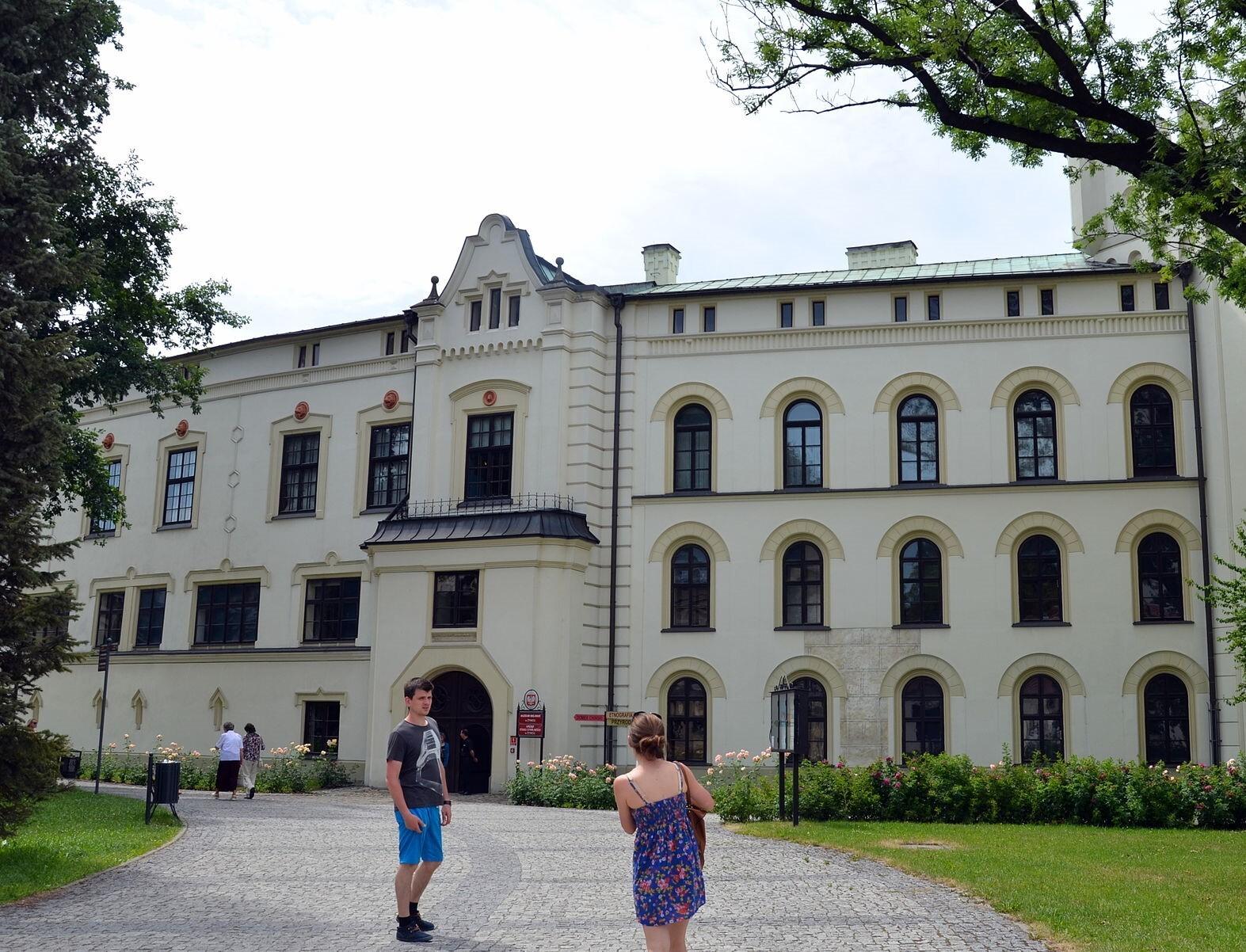 Starý zámek, wikipedia.org; Silar