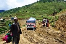 cesty v celém Nepálu nejsou prioritou