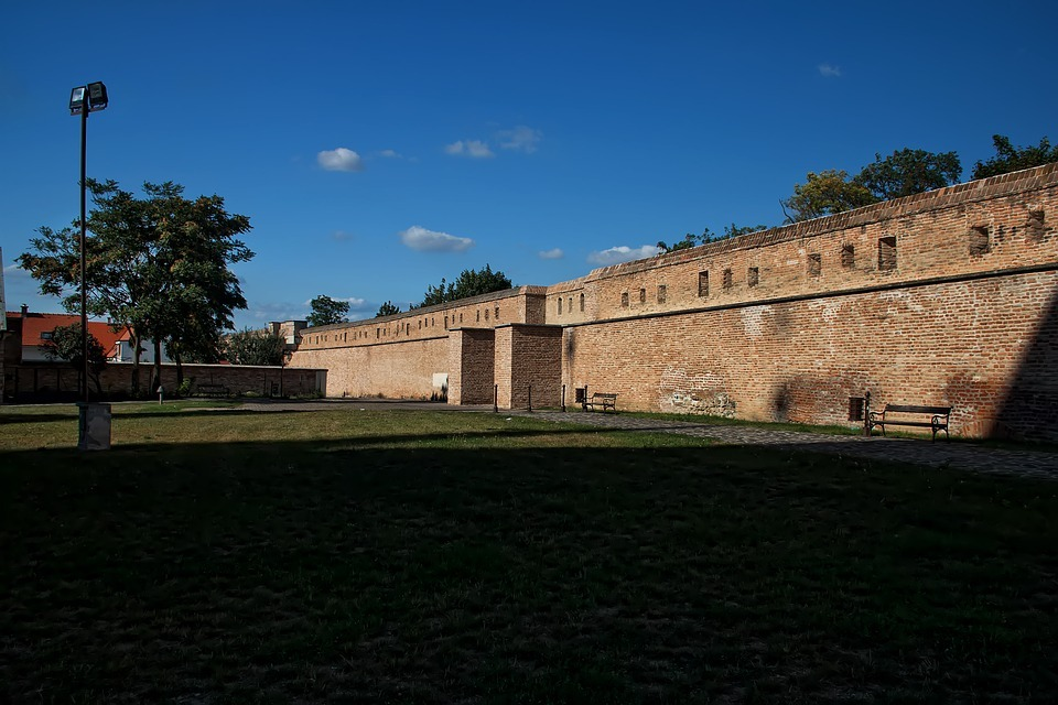 средневековые стены
