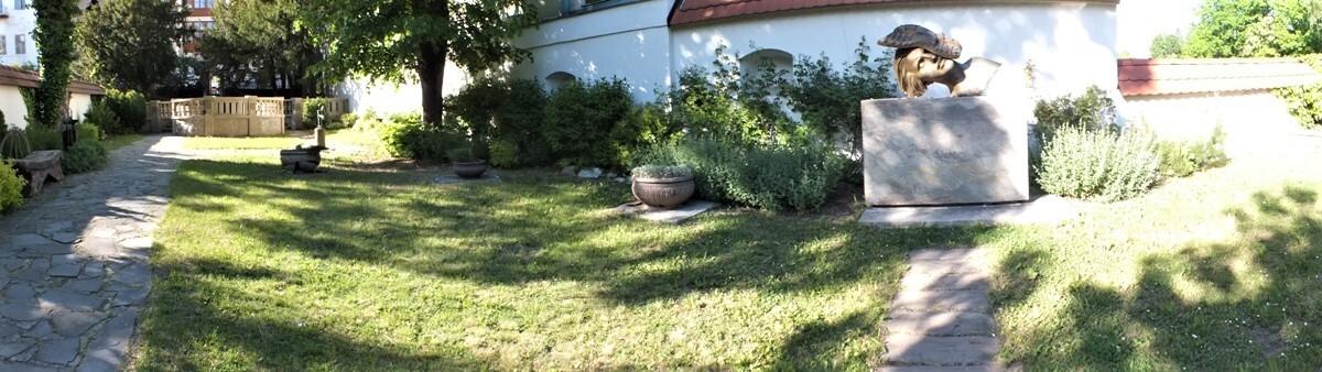 zahrada Chavivy Reikové